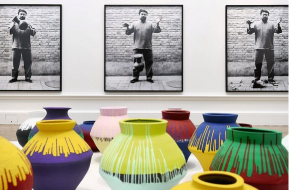 Dropping a Han Dynasty Urn (1995), by Ai Weiwei, and the ancient vases he painted (Andy Rain)