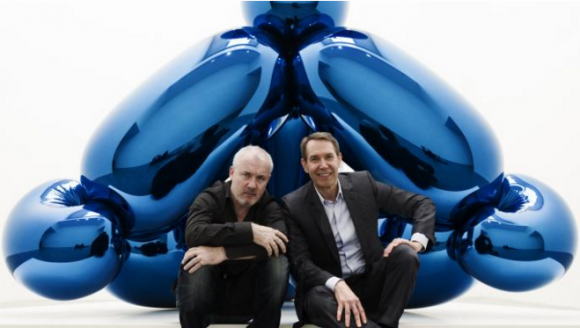 Damien Hirst, left, and Jeff Koons in front of the latter's Balloon Monkey (Blue), 2006-13